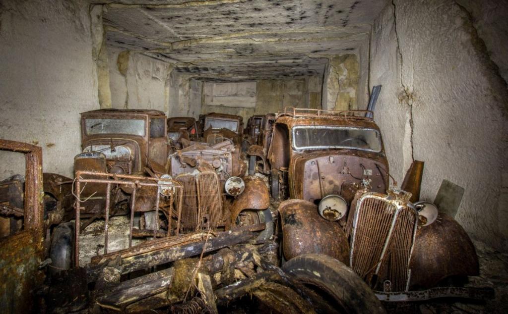 Десятки довоєнних автомобілів знайдені в каменоломні у Франції