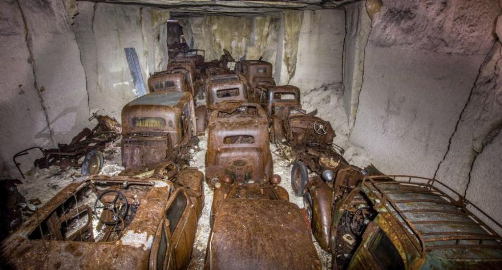 Десятки довоєнних автомобілів знайдені в каменоломні у Франції2