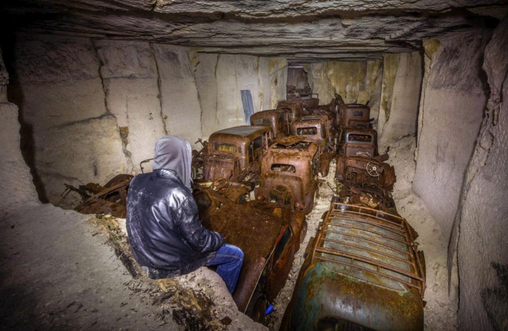 Десятки довоєнних автомобілів знайдені в каменоломні у Франції3