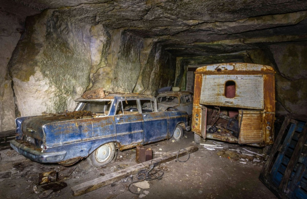 Десятки довоєнних автомобілів знайдені в каменоломні у Франції5
