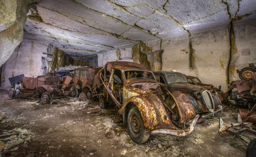 Десятки довоєнних автомобілів знайдені в каменоломні у Франції6