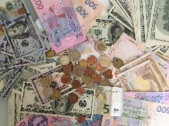 Національний банк України зміцнив курс гривні на 26 жовтня до 25,60 гривень за долар
