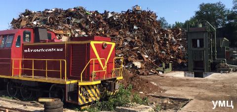 Порошенко подписал закон об отмене 5% пошлины на импорт металлолома