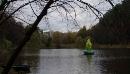 Посеред озера в київському парку поставили світиться скульптуру з металобрухту