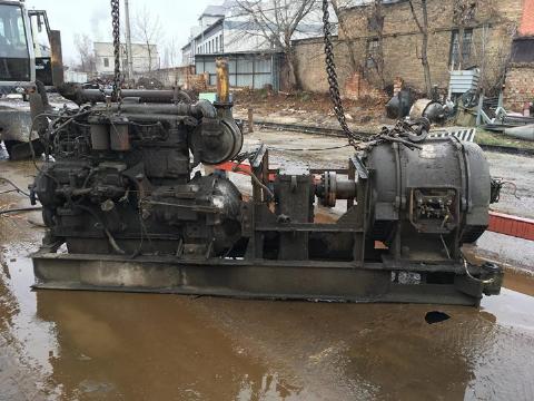 Двигун з редуктором та генератором
